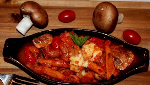 Pasta mushroom in red sauce