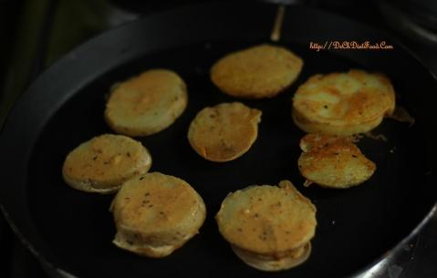 Potato slices on Tawa3
